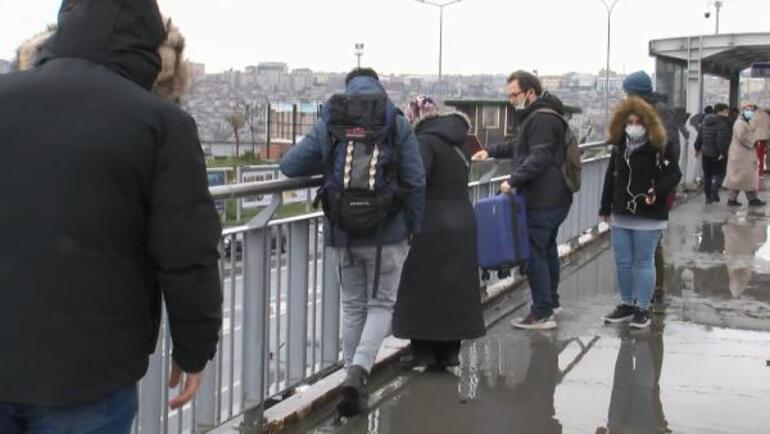 İstanbulda vatandaşların üst geçit çilesi: Survivor gibi...