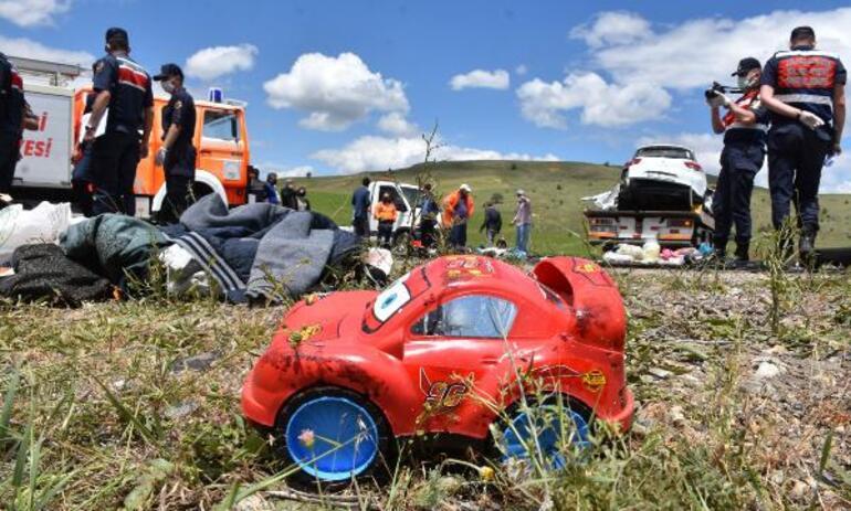 Son dakika haberler: Sivasın Gölova ilçesinde korkunç kaza 9 kişi hayatını kaybetti.. Sivas Valisinden açıklama..